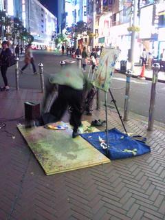 タップダンスする絵描きの路上パフォーマンスの写真・画像